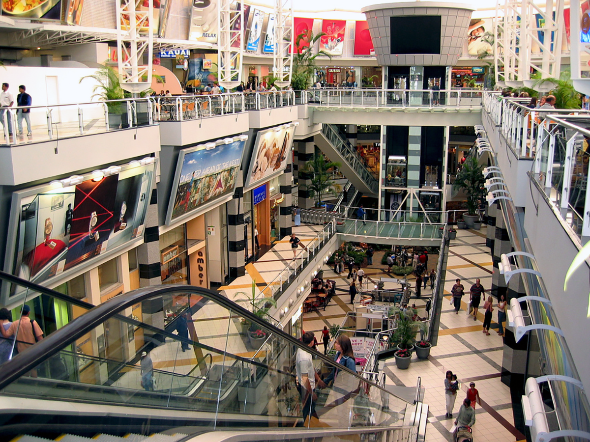 Navigating the Mall Crowd – EDC and Situational Awareness